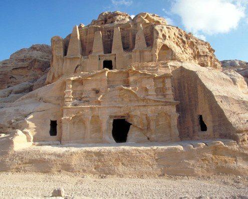 Petra y las cuevas